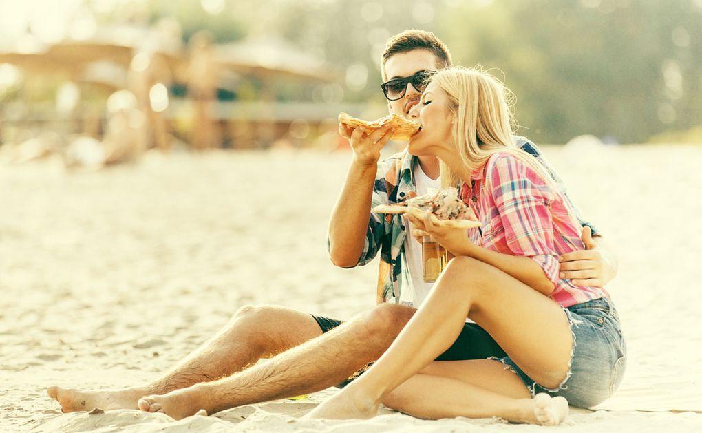 Mer onyttig mat och alkohol – så förändrar svenskarna sina livstilsvanor under semestern