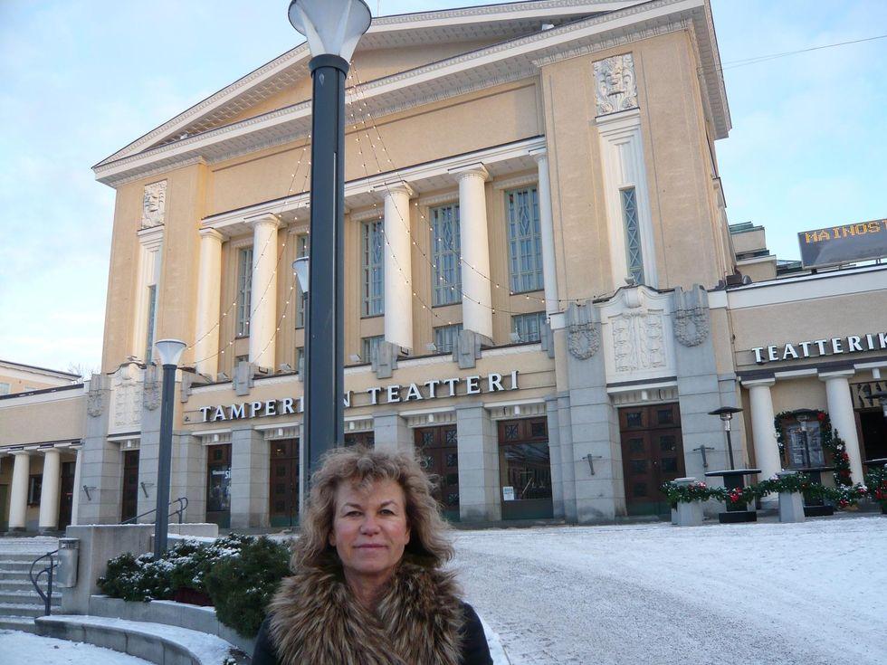 Många vackra gamla byggnader i Tammerfors - här teatern. 93781b87cb3b1