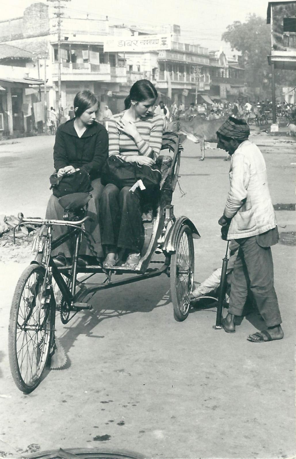 ede232db151 Lotta och en kompis på resa i Indien 1975.