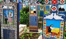 Dagens bild: De färgglada gravstenarna