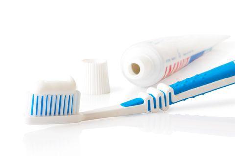 tandkräm på flyget