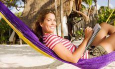 Vägen till drömjobbet: 8 tips till dig som vill resa och skriva