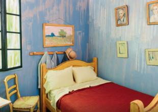 Sov i en kopia av van Goghs sovrum