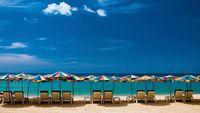 Nu rivs de populära strandbarerna i Phuket