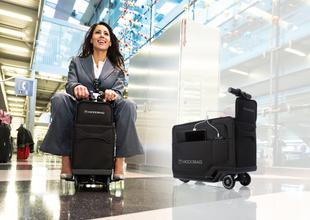 Här är resväskan som du kan åka på som en miniscooter
