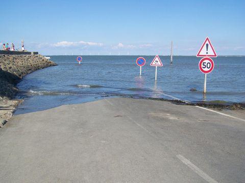 Galna Vagen I Frankrike Forsvinner Under Vatten Tva Ganger Om Dagen Vagabond