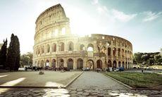 Turist gripen – klottrade på Colosseum